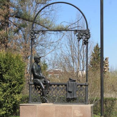 Памятник И.А. Бунину в городском парке Ельца