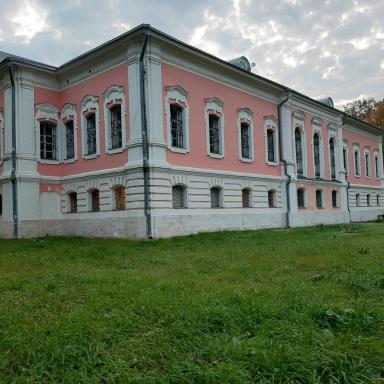 Главный дом усадьбы Лопасня-Зачатьевское