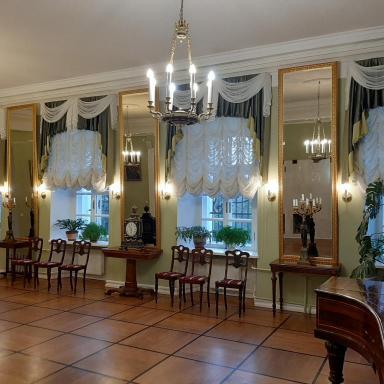 Парадный зал главного дома усадьбы Лопасня-Зачатьевское