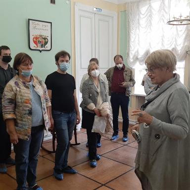 Участники 6 выездного мероприятия в главном доме усадьбы Лопасня-Зачатьевское