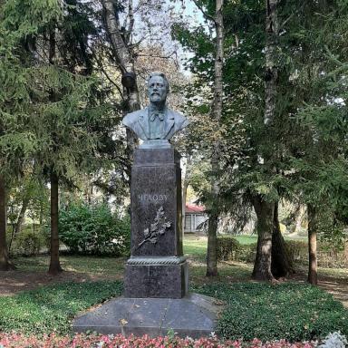 Бюст А.П. Чехова в усадьбе Мелихово