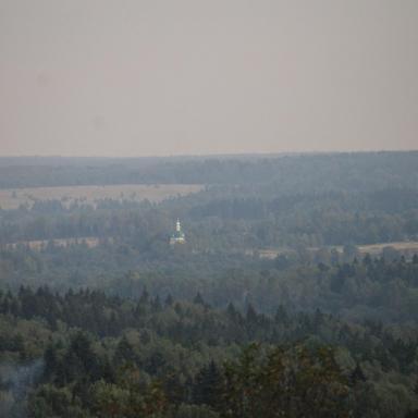 Вид из Боблова на Таракановскую церковь