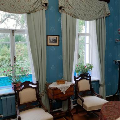 Голубая гостиная в шахматовском доме